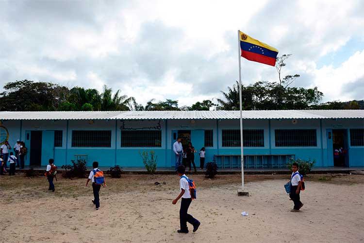 Венесуэла открывает государственную школу криптовалют, когда их граждане голодают